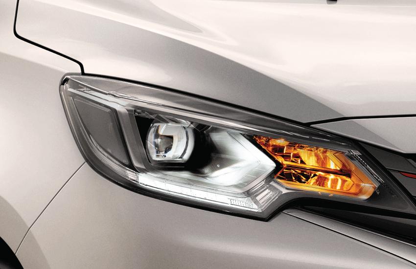 Đèn chiếu sáng phía trước Bi-LED. Cho khả năng chiếu sáng vượt trội với thiết kế sắc sảo, kết hợp tinh tế cùng phong cách hiện đại của lưới tản nhiệt.